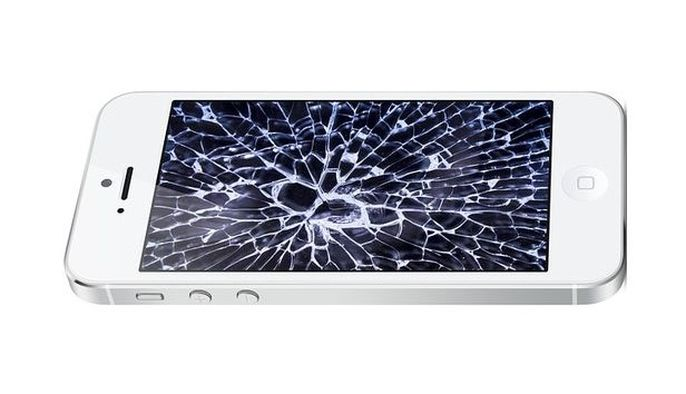 écran iphone cassé à faire réparer chez DomPhone69 à Lyon