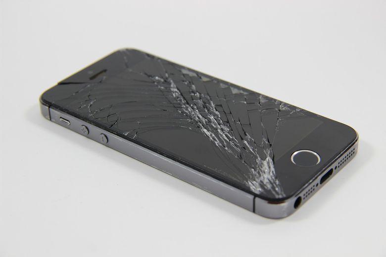 ecran d'iphone cassé à faire réparer à lyon